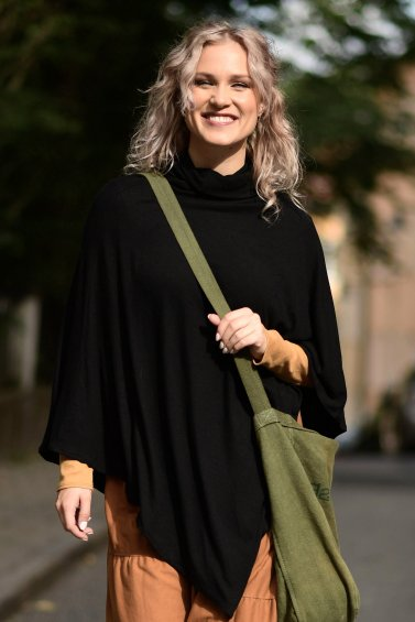 Elly Cape Black